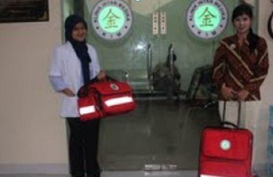 Dokter Dini dan perawat dari Klinik Intan Medika yang nantinya siap melayani pasien dalam layanan home care.